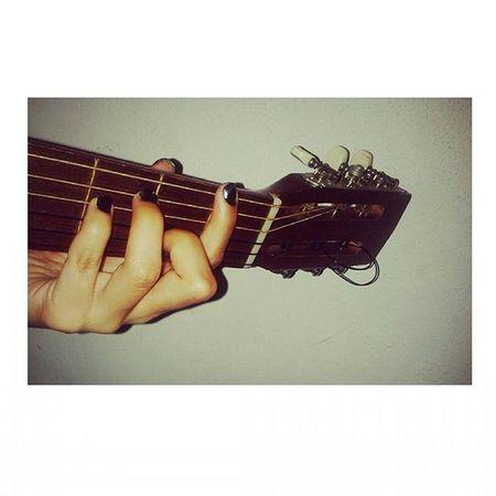 La cejilla... no se escucha como debe de ser y aparte duele! 🎸🎤 TwistAndShout Thebeatles Learntoplayguitar Thingstodoaar