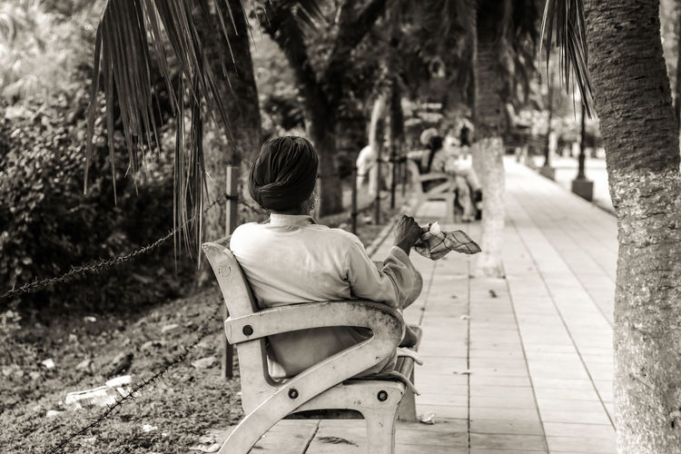 B&w Street Photography Canon80d One Man Only Turbanstyle 50mm F1.8 Sitting On Bench Only Men Close-up EyeEm Gallery Adults Only Farmer Real People Canon Eos  Canonphotography Motion Hankerchief The Week On EyeEm