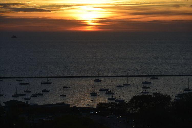 Lake Michigan Beauty In Nature Early Morning Scenics Sky Sunrise Sunrise At Lake Michigan Tranquility