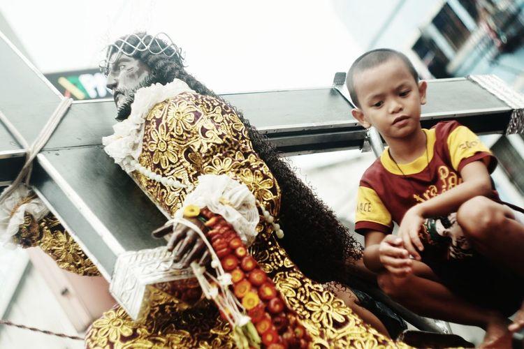 Children sitting on sculpture