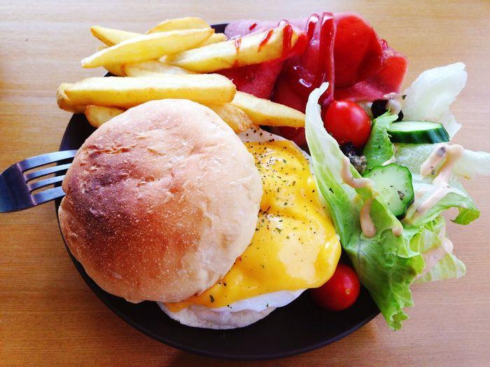 Brunch Restaurant Local Interior Eggs Benedict 好迷你的😒⋯班尼迪克蛋餐⋯🍳🍔