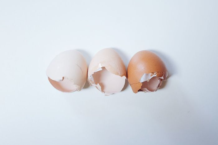 Egg Eggs Freshness Fresh Farm Fresh Farm Fresh Eggs Beautiful White Background White Color Fragility Cracked Eggshell High Angle View No People Broken EyeEm EyeEm Best Shots Popular Photos Check This Out Photo Photooftheday Food Photography EyeEm Gallery EyeEmBestPics