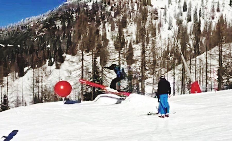 Skiing Freestyle Jump Slide