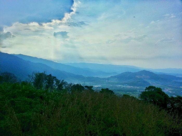 Blue skies, peak view, refreshment :) Rayoflight Throwback Brogahill