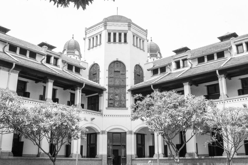 historic building of lawang sewu Java Building Museum Of Art Architectural Design Outdoor Photography White Black Semarang Lawang Sewu Old Old Buildings Colonial Classic Classical Style Religion Politics And Government Architectural Column City Façade Sky Architecture Building Exterior Built Structure Pediment Neo-classical Federal Building Colonial Style Cupola Palace Historic Building Parliament Building City Gate Government Building Colonnade Dome Arch Historic Government Archway Capitol Building - Washington Dc