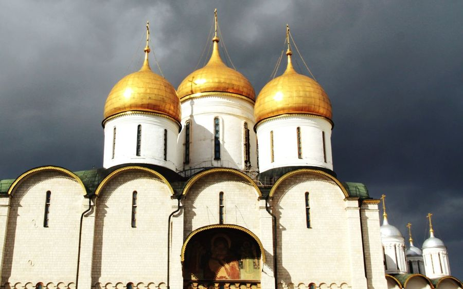 Religion Dome Architecture Place Of Worship Spirituality Gold Colored No People Travel Destinations Gold Outdoors Close-up Cloudy Day Kremlin Kremlin Complex Tourism Russia Kremlin Architecture Russia Moscow, Russia Moscow Gold Golden Spirituality Built Structure Place Of Worship