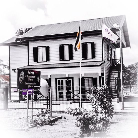 A historic building in Nieuw-Ansterdam. The Telecommunication Museum in Suriname.