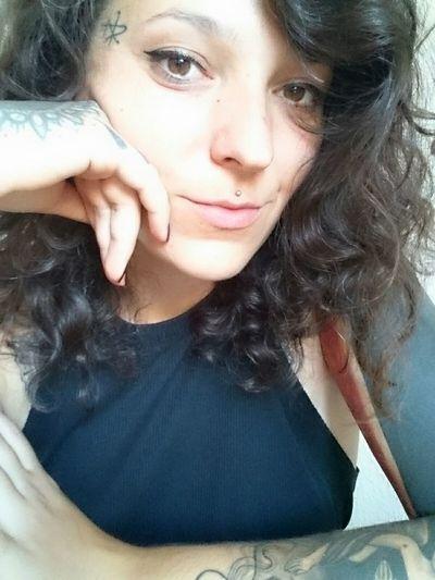 Sunday funday. Hi Brown Eyes Cat Eyes Portrait Brown Hair Self Portrait Brownie Inkedgirls Inked Curly Hair