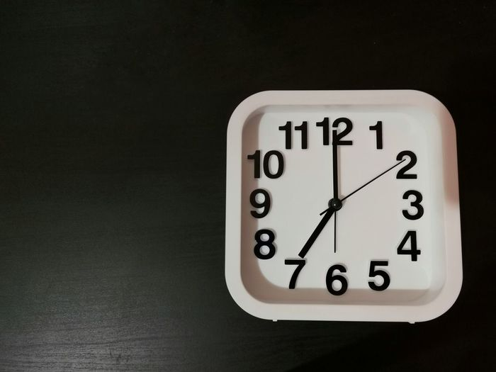 Clock shown 7