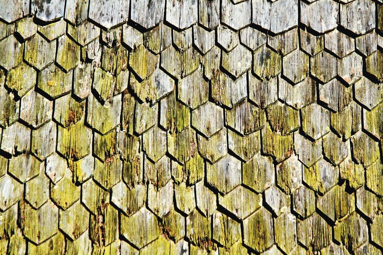 Pattern of wooden roop for background Home Art Abstract Rough Textured  Brown Green Roof Wooden Wood Wood - Material Beautiful Backgrounds Pattern Cracked Old Backgrounds Full Frame Textured  Pattern Close-up Plank Geometric Shape Square Shape Abstract Backgrounds Plant Bark Seamless Pattern Hexagon