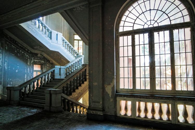 I miss Abandoned Buildings .... Window Architecture Railing Staircase Indoors  Built Structure Day Steps And Staircases No People Fresh 3 EyeEm Best Shots EyeEm Selects Abandoned Places Abandoned & Derelict Decayed Beauty Beauty Of Decay Urban Exploration Urbexexplorer