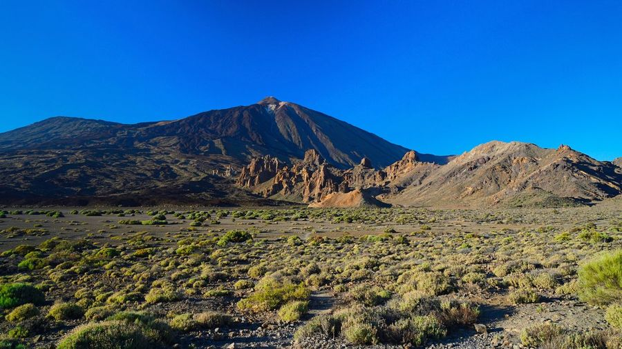 Vulkan Teide ... https://youtu.be/zcM5PL_zANk Canary Islands Blue Sky Teneriffa Island Mountain Brilliant EmNewHere Teide National Park Teide La Orotava La Orotava Y Su Teide Mountain Sky Scenics - Nature Beauty In Nature Tranquil Scene Blue Tranquility Landscape Volcano Nature Clear Sky EyeEmNewHere EyeEmNewHere