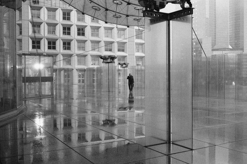 Konica Hexar AF La Defense Paris La Défense Architecture Blackandwhite City Lifestyles Monochrome Rainny Day Reflection Sillouette Streetphotography