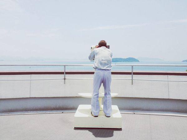 父。Travel with my family. Sea Binoculars