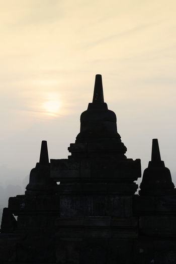 Silhouette Borobudur Temple with the mysteries forest surrounding during sunrise, Yogyakarta, Indonesia Ancient Borobudur Temple Java Yogyakarta Ancient Ancient Civilization Architecture Buddhism Built Structure Dawn Fog Forest History Mount Merapi Nature No People Outdoors Place Of Worship Religion Religious Architecture Sky Spirituality Sunrise Sunset The Past
