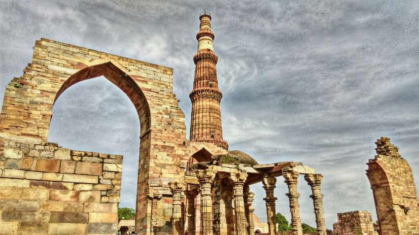 Architecture Sky Travel Destinations Famous Place Tourism History Followme Historic Building India Indianphotography Delhidiaries QutubMinar Travel Place Go Architecture Built Structure Building Exterior Sky Low Angle View Arch Travel Destinations Cloud - Sky Old Cloud EyeEmNewHere