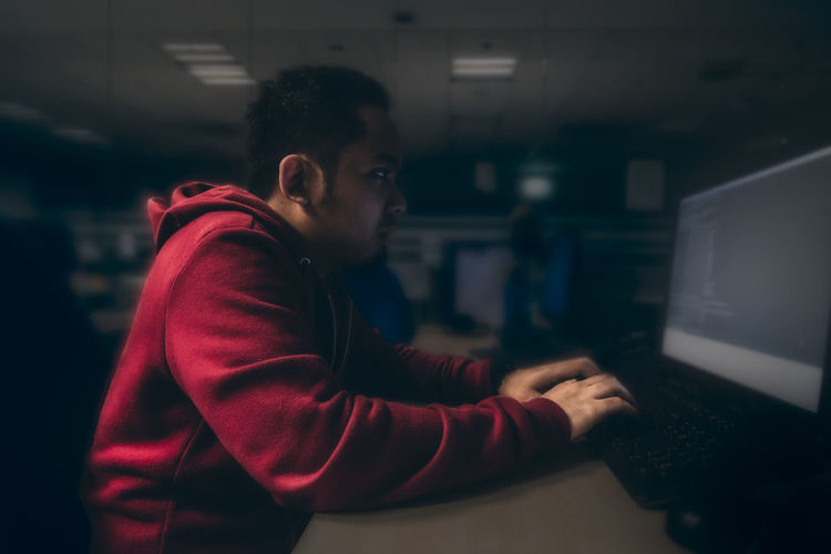 computer guy BlackHat Computer Computer Engineer Hack Hacking Indoors  Lifestyles Linux Networking One Person People Real People Red Red Hair Red Hoodie Redhat Side View Sitting Solar Technology Unix Young Adult