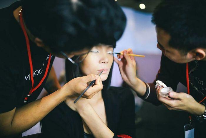 Under Pressure Backstage Behindthescenes Makeupartist Fashion Fashionweek Model Supermodel Rush Deadlines