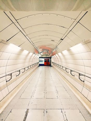 Tunnel vision London LONDON❤ London_only AMPt_community Killtheunderground Underground Shootermag Showcase: December Eye4photography  EyeEm Best Shots EyeEm Vanishing Point AMPt - Vanishing Point EyeEmBestPics EyeEm Gallery Eyemphotography EyeEm Best Edits Perspective