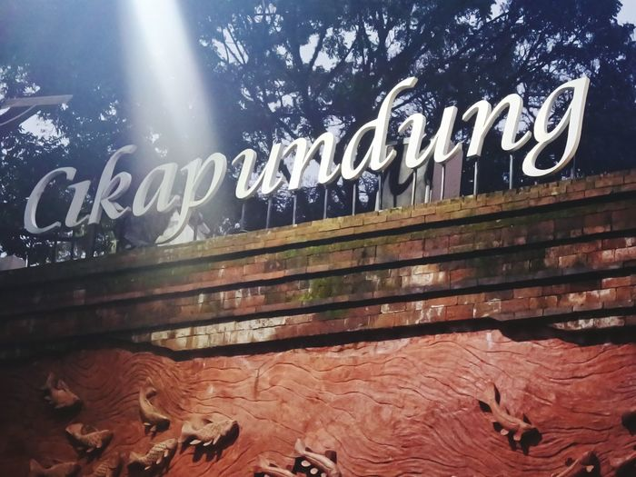 All New Cikapundung River River Cikapundung Bandung Photography Kotakembang FULLHD #original Wonderfull Indonesia New Asian  Communication Text Graffiti Western Script Close-up
