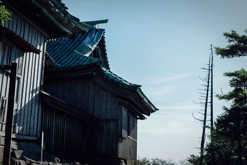 Sanctuary Of Truth Top Of The Mountains Shinto Shrine Hikosan KYUSHU Wooden Blue Sky Roof Trees And Sky No People Summer Memories... Atomosphere Travel Photography Time Is Running Out Beauty In Nature Power In Nature Mysterious Place Japanese Traditional Travel Destinations Stones Silent Place Blue Sky And Clouds August August 2017