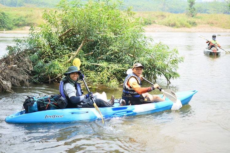 Water Outdoors Chiang Rai, Thailand Nautical Vessel Transportation Men Real People Mode Of Transportation River Nature Day Group Of People Oar Lifestyles Life Jacket Leisure Activity People Adult Adventure Safety Sitting Mature Men