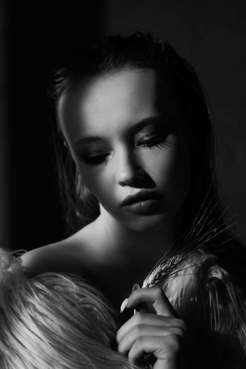 Model Modeling Blackandwhite Fashion&love&beauty Fashion Model Young Women Black Background Portrait Beautiful Woman Beauty Females Women Beautiful People Looking At Camera Human Face Film Noir Style Eye Make-up Eyebrow Stage Make-up