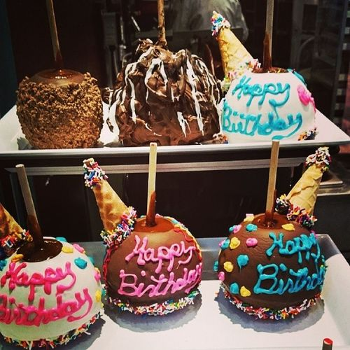 One word....delicioussssssss Yum HBD Delicious Chocolatefactory apples irathernotbehealthytoday itsnotevenmybirthday