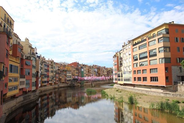 Neighborhood Map Architecture Building Exterior Built Structure Sky Reflection Water Canal Outdoors Day Residential Building Waterfront No People City Nature Girona Temps De Flors 2017 Gironamenamora Girona