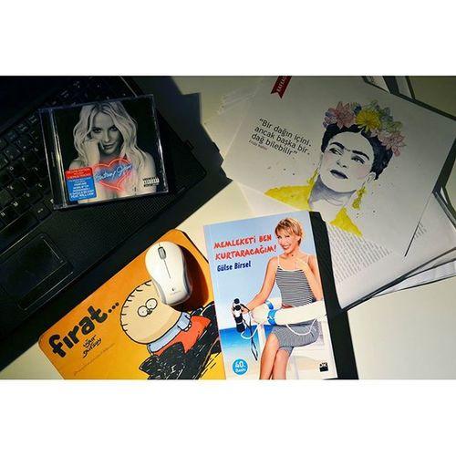 Yeni bir kitaba başladım! Gulsebirsel Memleketibenkurtaracağım ...📖💻🎧 Fridakahlo Britneyspears Blog Blogger Izmirlibloggerlar Blogspot Lifeblogger Photography Photo Photooftheday Book Kitapkurdu Bookworm Read Music
