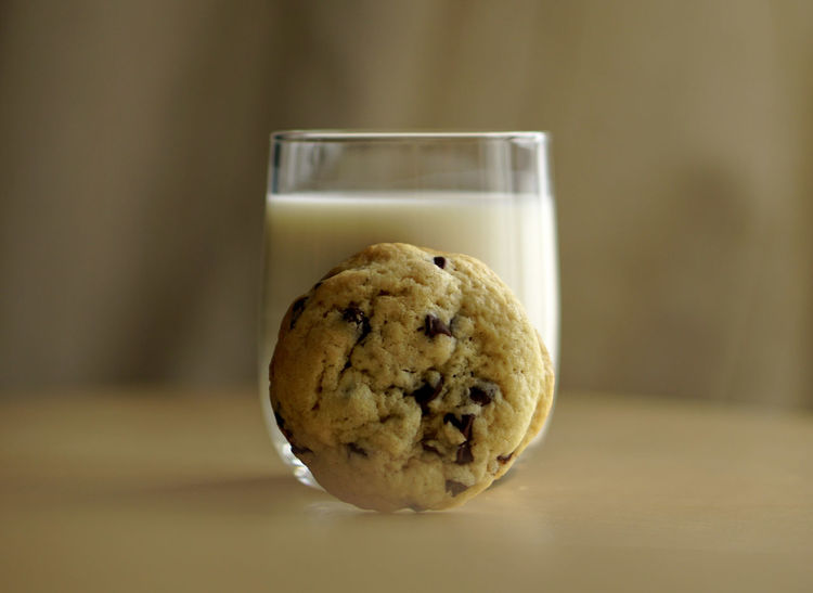 Chocolate Cocoon Cocooning Dessert Hungry Moment Snack Baking Cookie Delicious Dipping Dipping Cookie Food Freshness Glass Glass Of Milk GREED Hand Homy Irresistible Milk Passion Ready-to-eat Stay Home Sweet