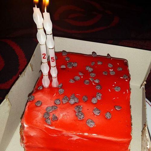Happy birthday to me bitches ! ! 🎂 HB HappyBirthday Picoftheday Cake Happy Birthday Nhami 2⃣5⃣ Boanoite Like4like Namelhorcompanhia Love Food Aniversario Jacacantamaisum Estouaficarvelho Nahoradeganharjuizo Parabéns Pramim