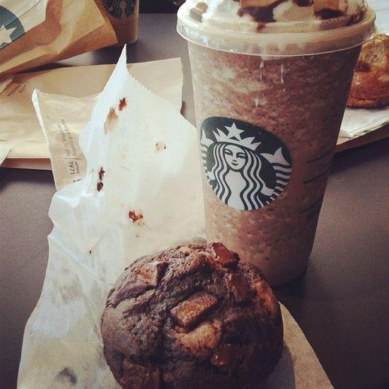 Cerrando las clases con un rico frappo♡ Y con amigas maravillosas ;) Friends Frappo Starbucks Chocolove chipas Delicious babasssss (27/06/14)