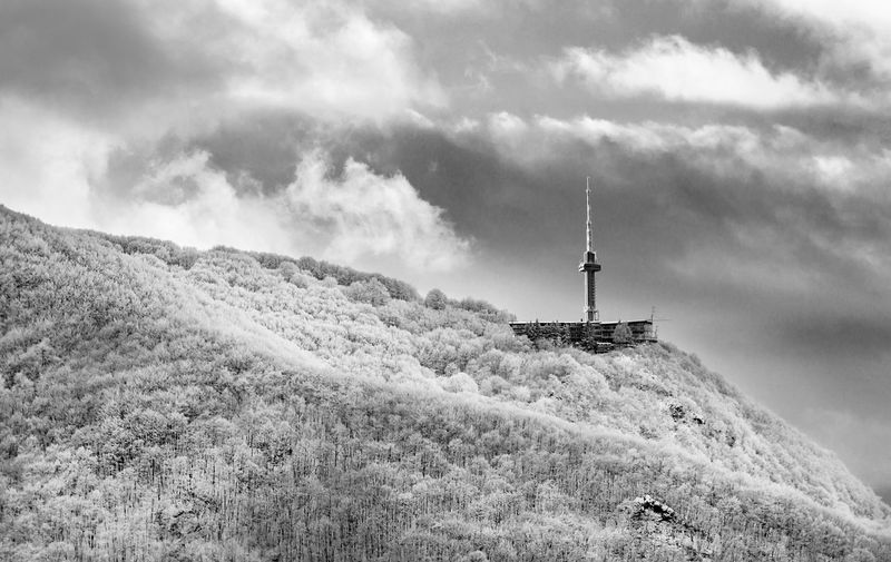 Cold, Dreary Day. Ice Black And White Day Low Temperature Mountain Nature Outdoors Sky Snow EyeEmNewHere Winterscapes Wintertime Winter Is Coming Winter Landscape Landscape Silhouette Scenics Mountain Range Beauty In Nature