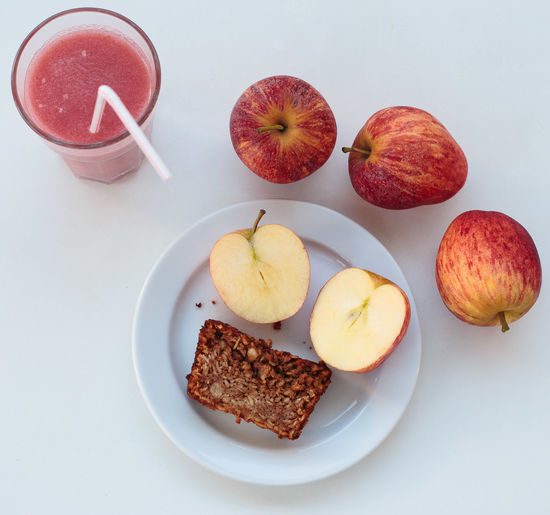Plate Fruit Food And Drink Food No People Indoors  Healthy Eating Close-up Freshness Day Apple Apple - Fruit Apple Pie Tea Food And Drink Dessert Sweet Freshness