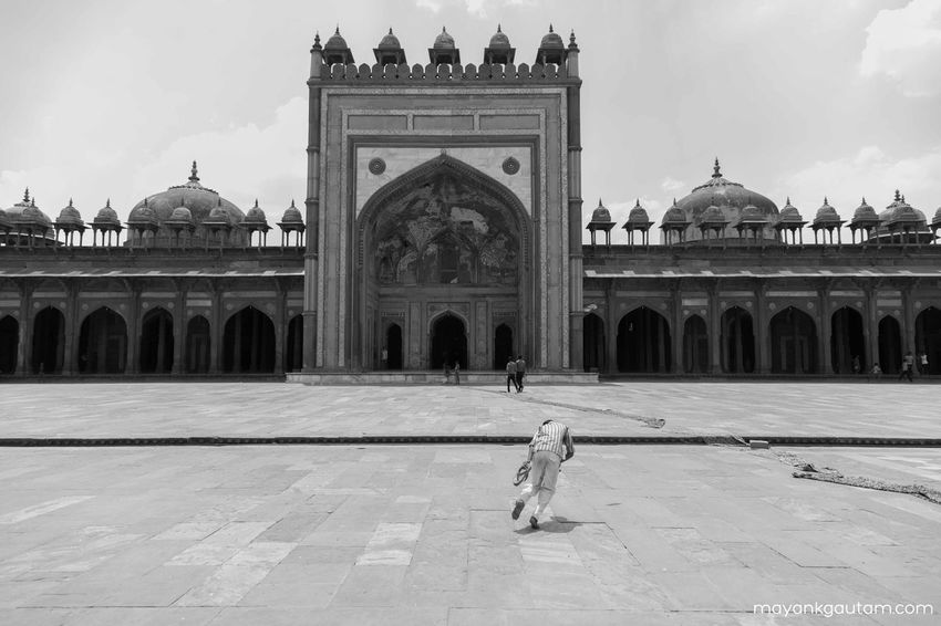 Heritage Building Seeing The Sights Fatehpur Sikri Agra India Black And White Streetphotography World Heritage Site Here Belongs To Me Things I Like Photography In Motion My Favorite Photo The Photojournalist - 2016 EyeEm Awards The Street Photographer - 2016 EyeEm Awards Dramatic Angles Monochrome Photography TakeoverContrast Welcome To Black