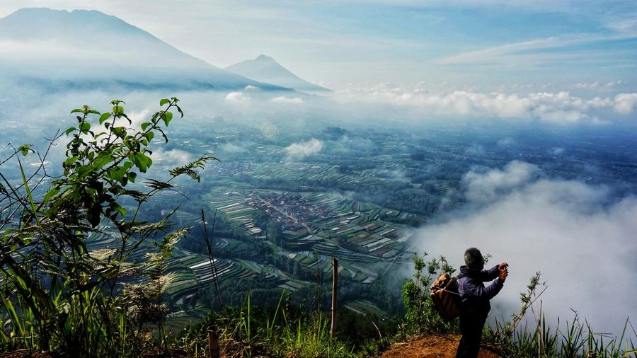 Berburu gambar Magelang In Nature EyeEmNewHere Happy Landscape Farm Day Mountain Range Nature Adventure Family Mountain Tree Volcanic Landscape Sky Foggy Farmland