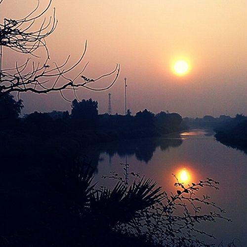 """ริมน้ำ """" เ ม ย """" ความสุขที่ไม่ """" เ ค ย """" คาดคิด ติดใจสุโขทัย Sunrise Besideriver Silhouette Thailand Sukothai"""