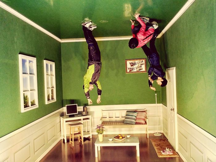 My lovely family😍 Trickart Trickartmuseum Family Upside Down PhonePhotography