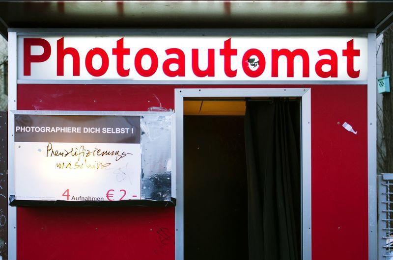 Photoautomat Berlin Photoautomat Berlin Neukölln Gentrifizierung Gentrification Photos Tourism Hipster Photobox Tags Graffiti Text Prenzlifzierung No People Outdoors Red