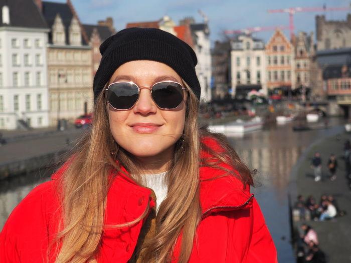 Portrait of woman wearing sunglasses in city