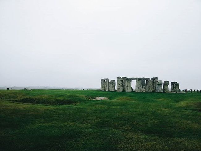 Monoliths and foggy days Est. 3,000 BC(E) Stonehenge Salisbury Travel Igtravel Travelgram History Ancient Civilizarion Monoliths Overcast Fog Atmospheric Af Landscape British Britain Europe Uk ExploreEverything Justgoshoot