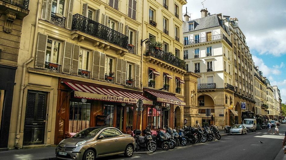 Paris - August 2016 Motorcycle Moped Restaurant Europe France Paris Architecture Building Exterior City Built Structure Transportation Car Street Mode Of Transport Land Vehicle Outdoors Day Road Sky