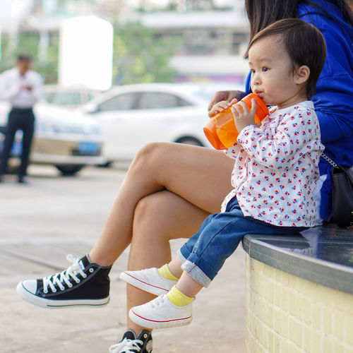 Child Sitting Casual Clothing Childhood Outdoors Children Only Eating Day People One Person Fracture Adult