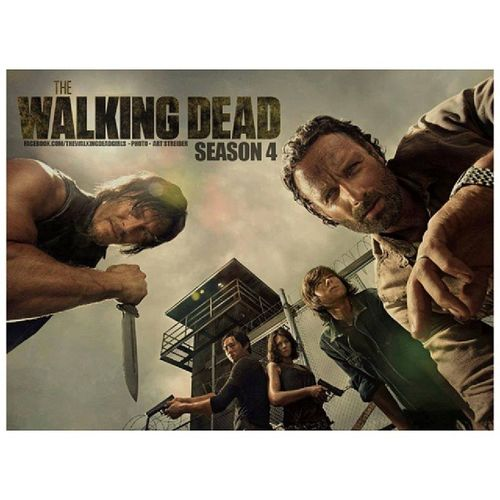 This season is gonna be amazing! Episode 1 is ?? Thewalkingdeadseason4 Btw, I used to think Carl was adorable, but now... He's HOT! ? Carlisnowhot