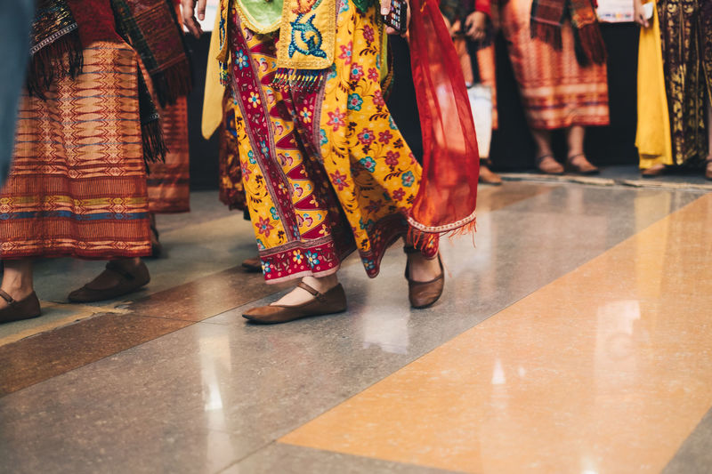 traditional Indonesian women's outfit INDONESIA Lifestyle Adult Body Part Clothing Dancing Floral Pattern Group Of People Human Body Part Human Foot Human Leg Human Limb Leisure Activity Lifestyles Low Section Motion People Performance Real People Shoe Skirt Standing Traditional Clothing Walking Women Autumn Mood The Modern Professional A New Perspective On Life Human Connection Moments Of Happiness It's About The Journey Streetwise Photography International Women's Day 2019