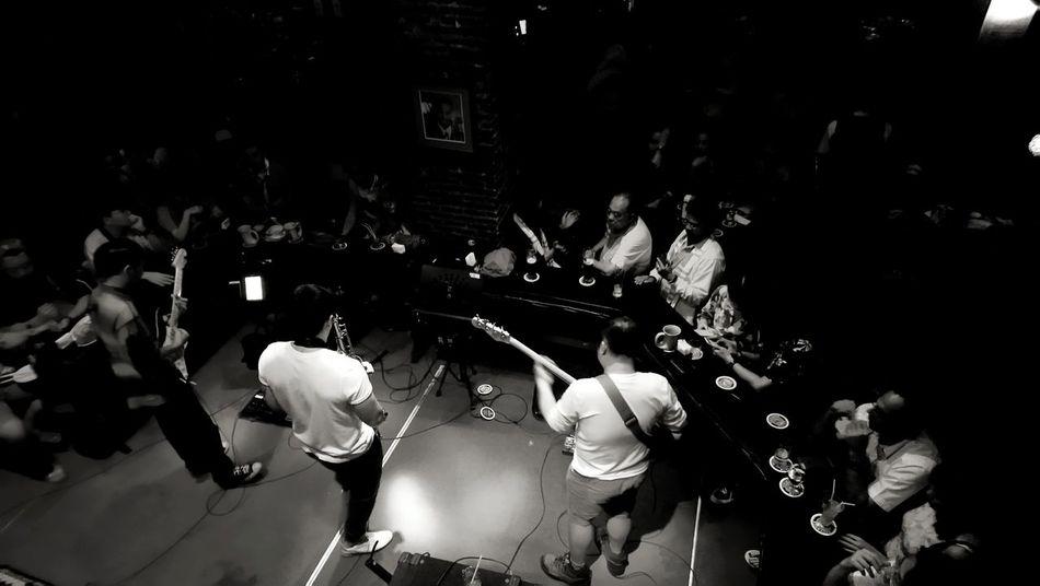 Live music at bar Nightlife Live Music Pub Bar Bangkok Crowd Large Group Of People People Adult Women Audience Men