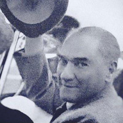 Atatürk Karizma Lider