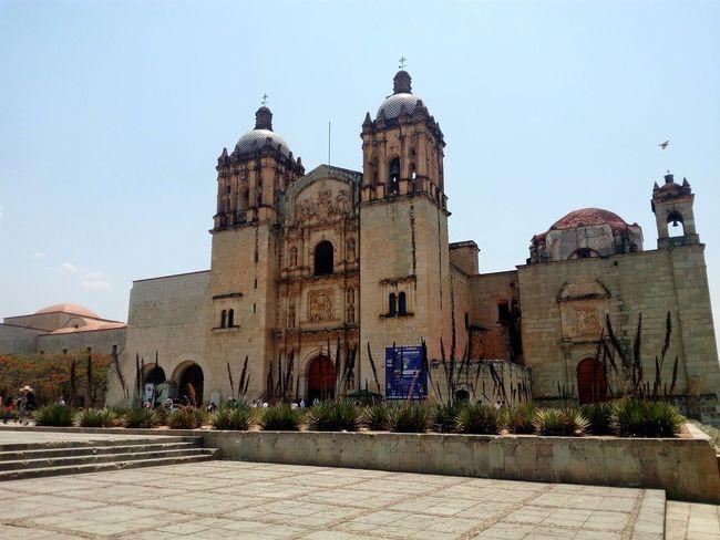 Templo de Santo Domingo de Guzman, Oaxaca. Day City Buildings Architecture Oaxaca De Juárez Oaxaca México  Santo Domingo De Guzman
