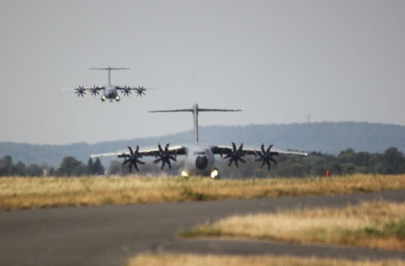 Tagderbundeswehr2018 Airshow A400M Unscharf Flimmern Flying Sky Large Group Of Animals Transportation Nature Animals In The Wild Animal Themes Mode Of Transportation on the move Motion Air Vehicle Field